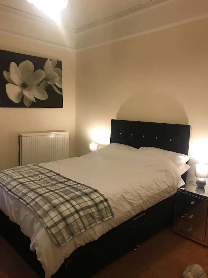 Perth City Centre Double Room off street parking
