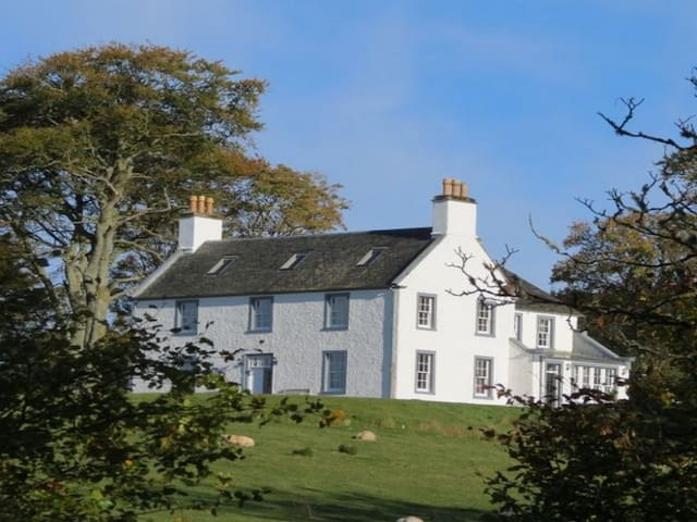 ACHAROSSAN HOUSE, pet friendly, with open fire in Oban, Ref 972515
