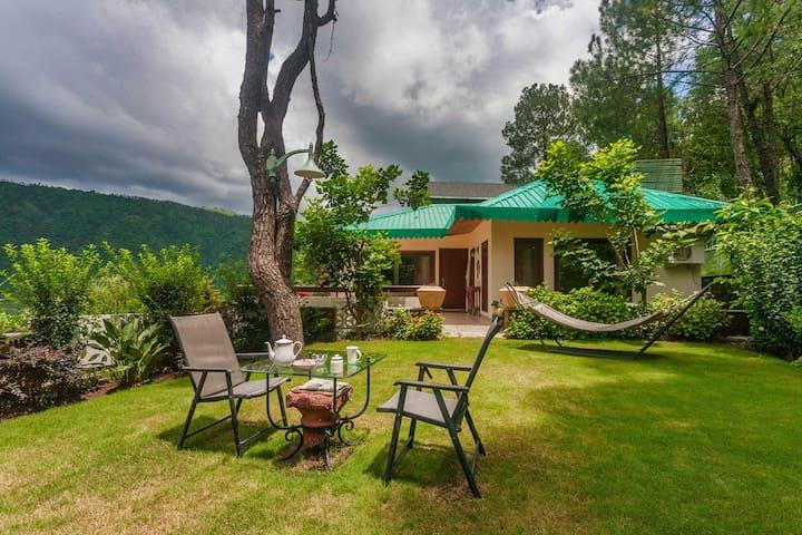 Hillcrest - 3 Bedroom Hilltop Villa in Dharampur