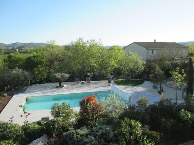 Chambre Cannelle, La Mas de Molines - Vogüé - Bed & Breakfast