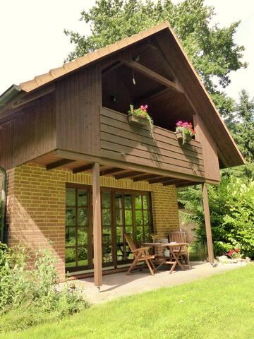 Ferienwohnung Haus am Wald  OG mit Kamin im Winter