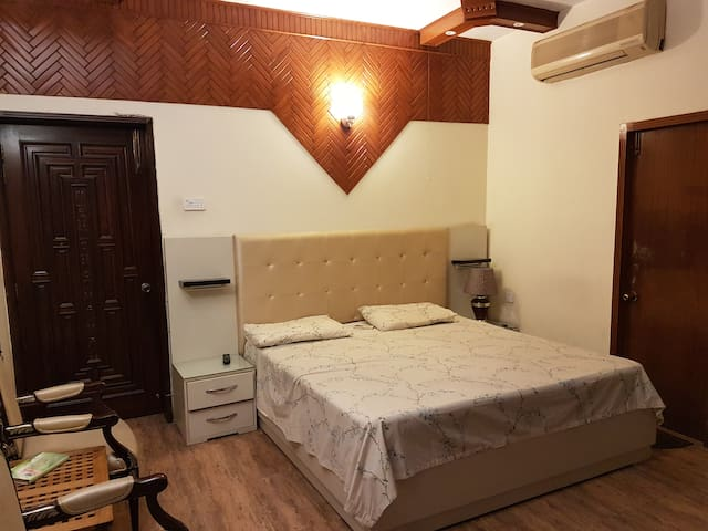 Beautiful and affordable room in Gulberg II