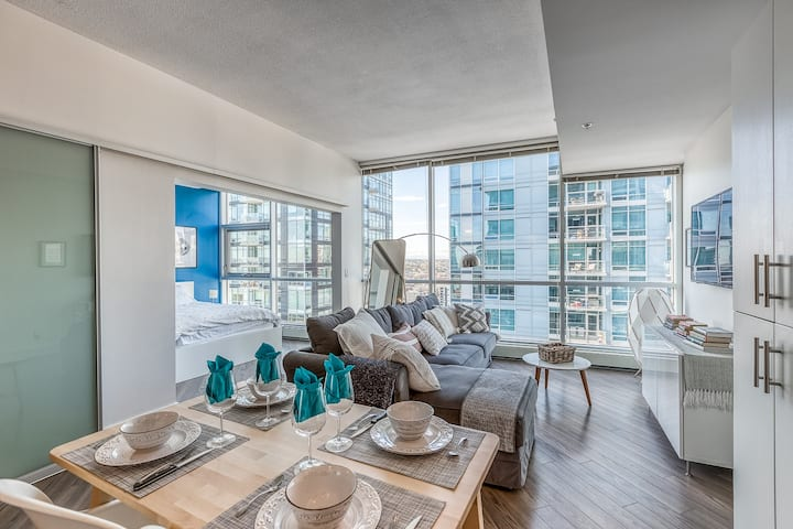 Luxurious Beltline Condo with Mountain Views