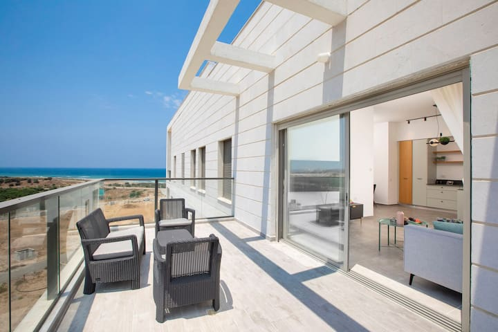 Stylish Penthouse Apartment Close to Achziv Beach