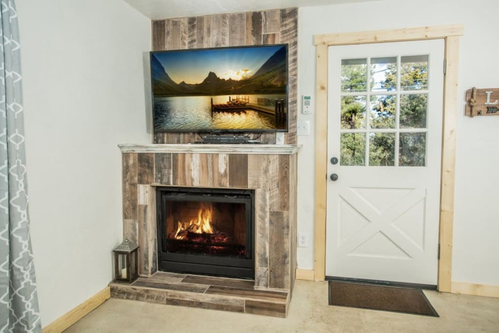 Flat screen TV with cable TV and free access to NetFlix and Hulu. Above a brand new fireplace.