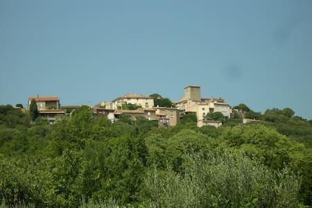 Maison de village, terrasse, jardin - House