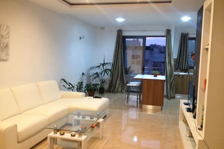 Nice double bedroom in San Gwann - Apartment