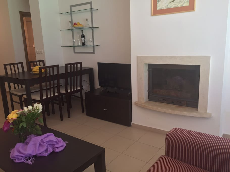 Fireplace, Smart TV, Dining Area