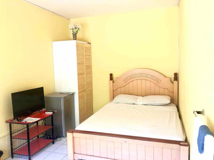 Paradise Inn $29-49USD (#10) Private Bedroom w. AC