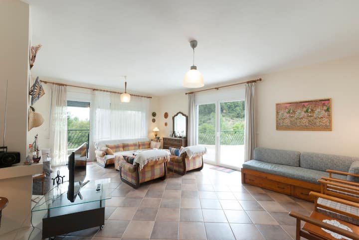Spacious traditional Villa with beautiful view