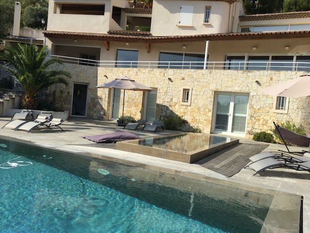 Luxurious sea view villa @ Golf Dolce Fregate