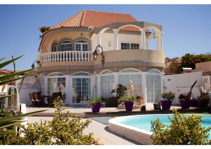 Beverly Hills Villa with Sea View, Pool, Wi-Fi, Garden & Terraces; Parking Available
