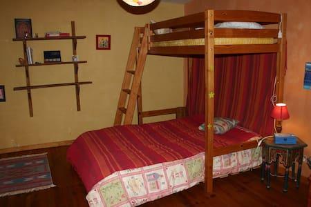 chambre spacieuse et calme chez l'habitant - Sommières - Bed & Breakfast - 2
