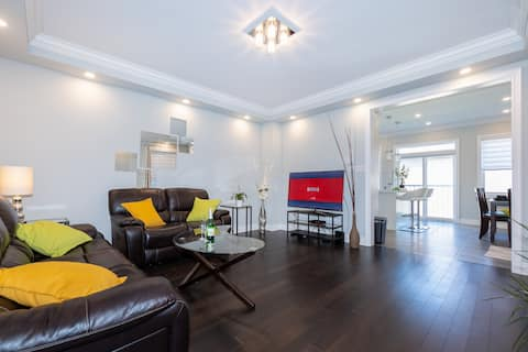 Relaxing Private Suite near Toronto & Square One