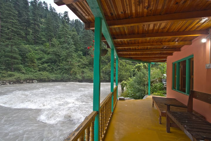 Parvati Riverside cottage homestay