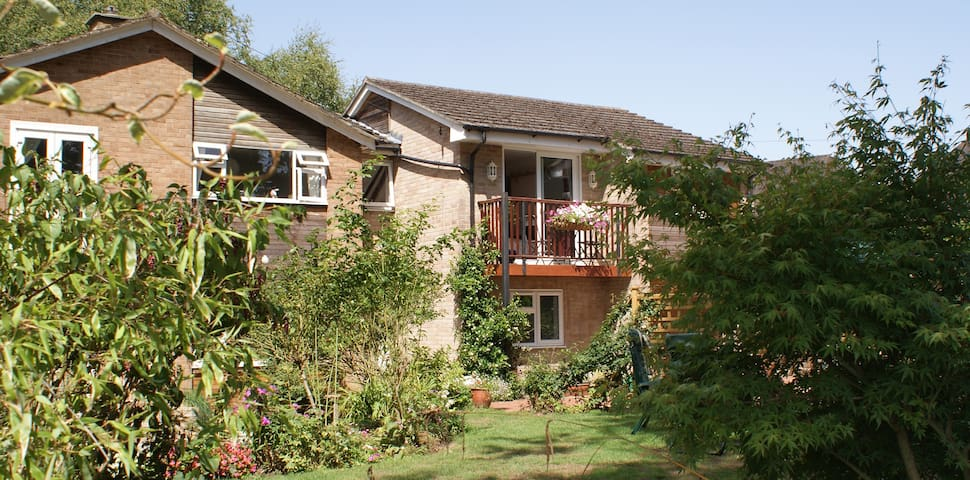 Rural retreat close to Winchester