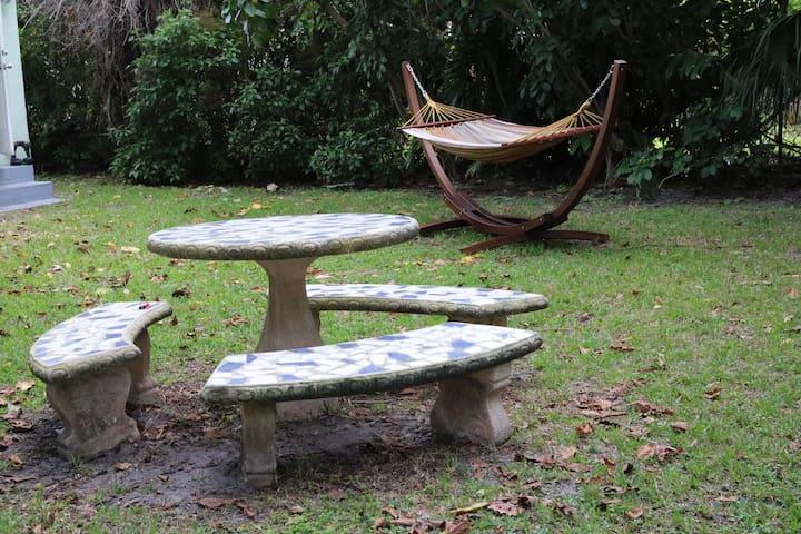 Quiet Miami Tropical Cottage - El Portal