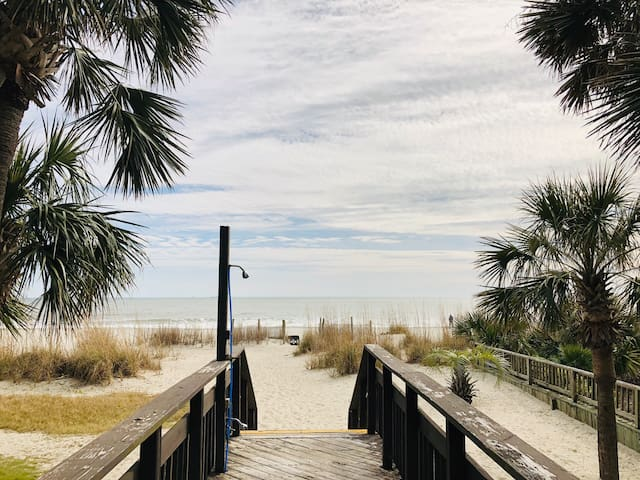 Sun N Sand, Beach front Condo!