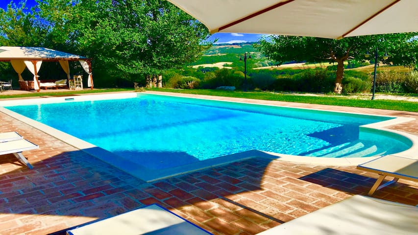 Todi By The Pool - villa/exclusive pool. Sleeps 10