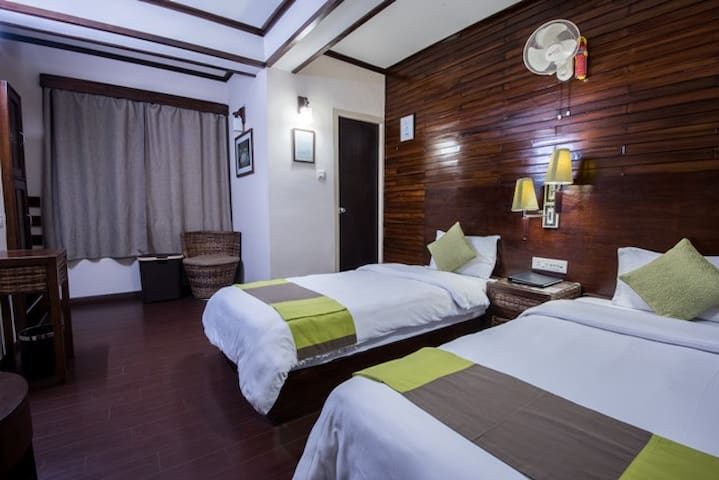 Nettle and Fern Hotel- Deluxe Twin Bedroom - Gangtok - Bed & Breakfast