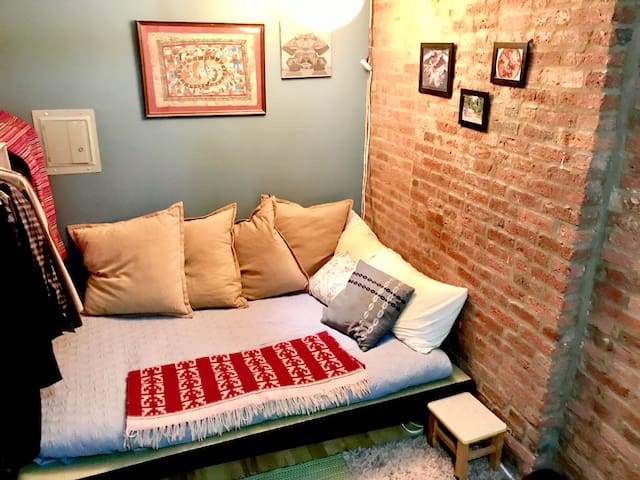 Comfy extra bedroom in Williamsburg