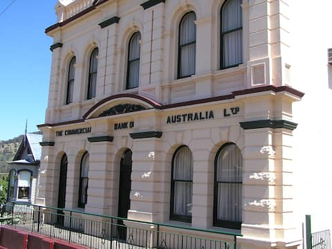 Omeo Bank House and Chamber Apartment