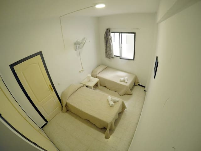 Shared Bathroom With Twin Bed Room