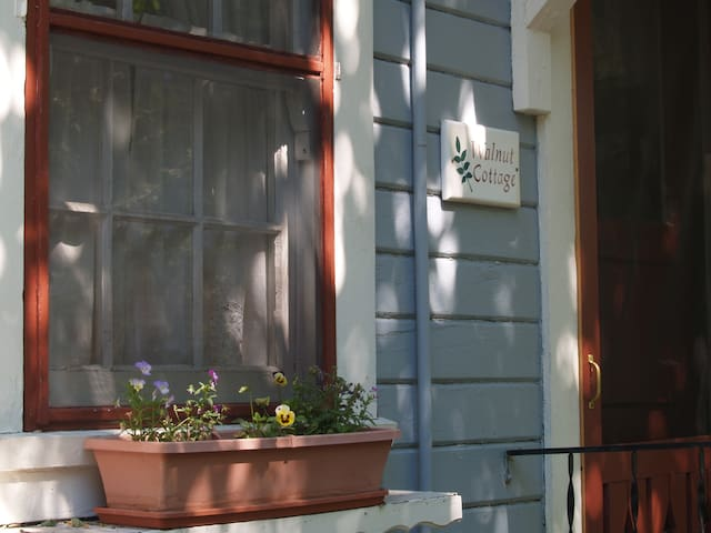 Walnut Cottage @ Piety Hill Cottages Nevada City