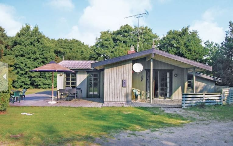 Spacious summer cottage with spa and sauna - Pedersker - House