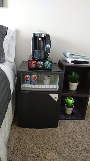 Single serve coffee machine and mini fridge