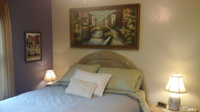 Cozy Room with Breakfast in Upscale Buena Vista