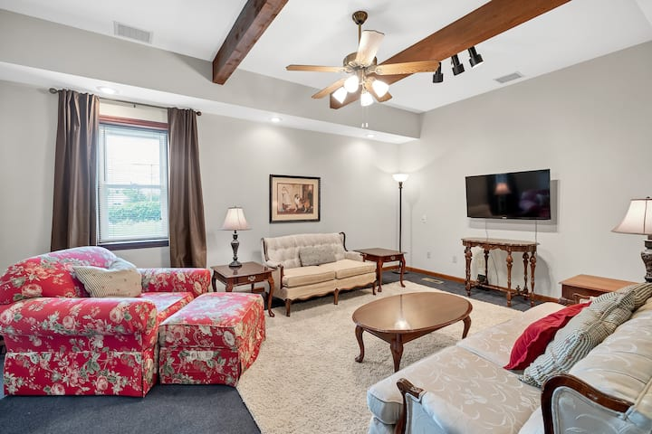 2 Bedroom Gray Summit Guest House - Pet Friendly