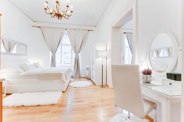 ROYAL APARTMENT IN THE HEART OF PRAGUE