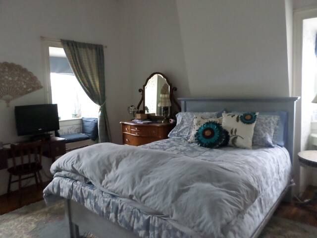 Blue Room at Hillard House Inn