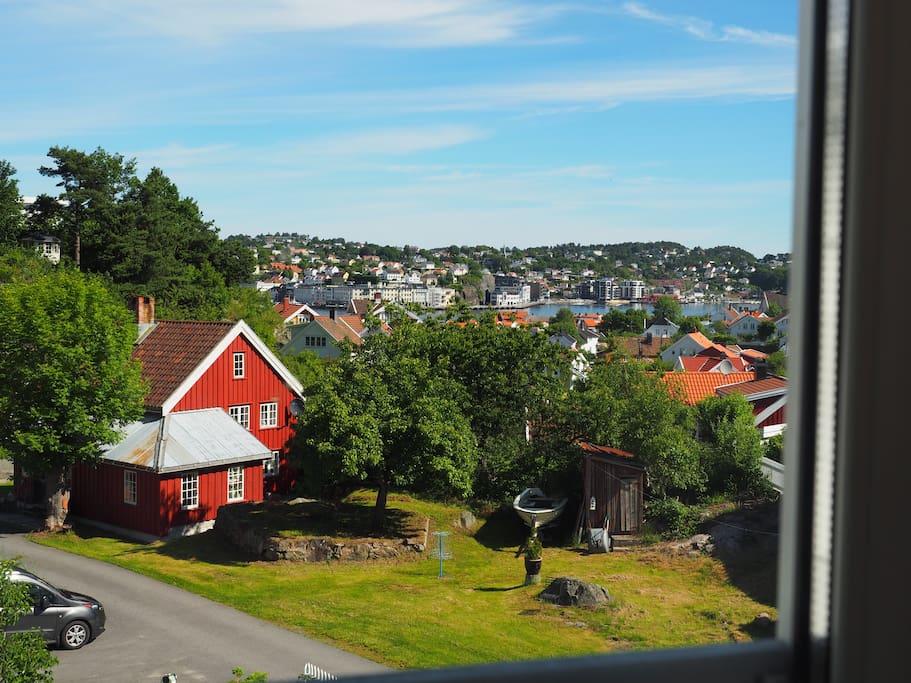 Utsikt fra Kjøkken/ Soverom mot Arendal by