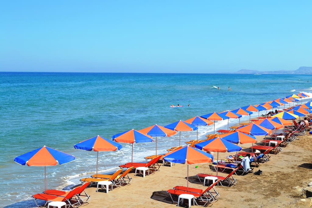 On the beach in front, you can relax and enjoy your day.
