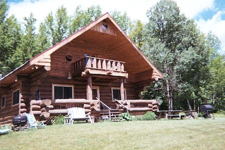 Rustic log cabin retreat - North Blenheim