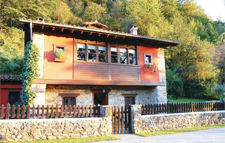 Holiday cottage with 3 bedrooms on 90m² in Villamayor
