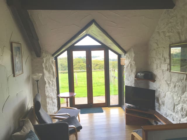 Chapel Barn - 2 bedroom cottage on a farm with enclosed garden. Dogs welcome.