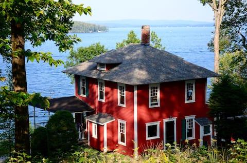 Historic Waterfront Winnipesaukee Cottage