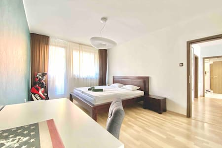 3xKING bed, Spacious, Cool, 10min drive to oldtown