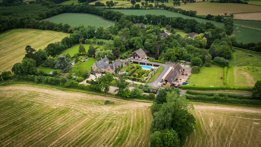 SOMERSET:PRIVATE EXCLUSIVE COUNTRY ESTATE frm £15k