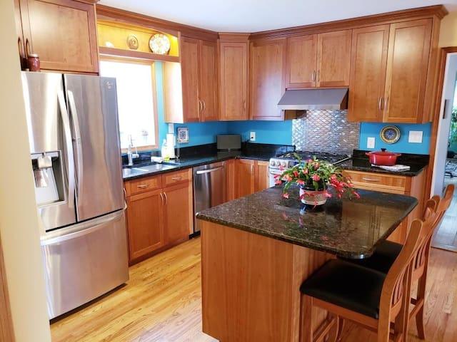 Kitchen- new appliances, granite countertop