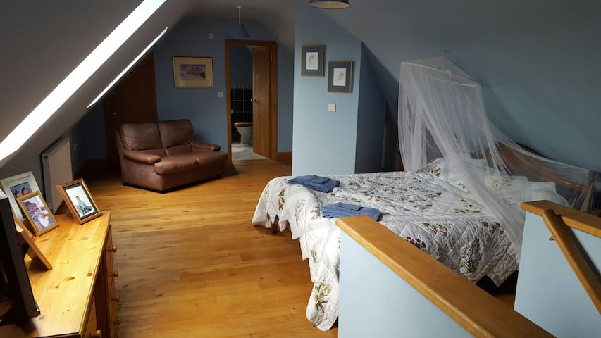 Large Room in Country House - Tregynon  - Rumah