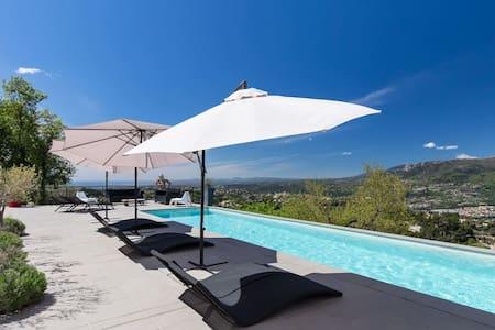Villa contemporaine sur les hauteur de Nice - Aspremont
