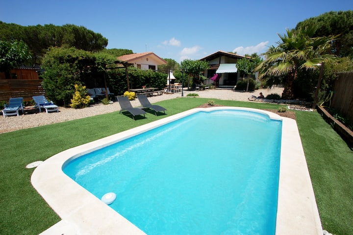 Xaloc - private pool, WiFi, Aircon, SAT TV and large garden