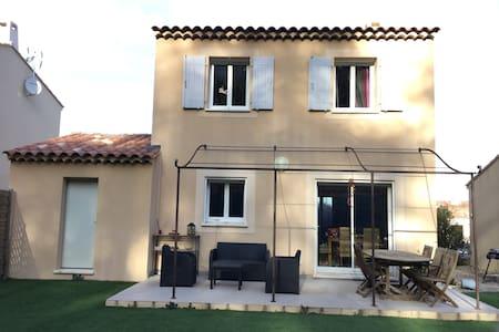 Villa dans charmant village provencal - Peypin - Villa