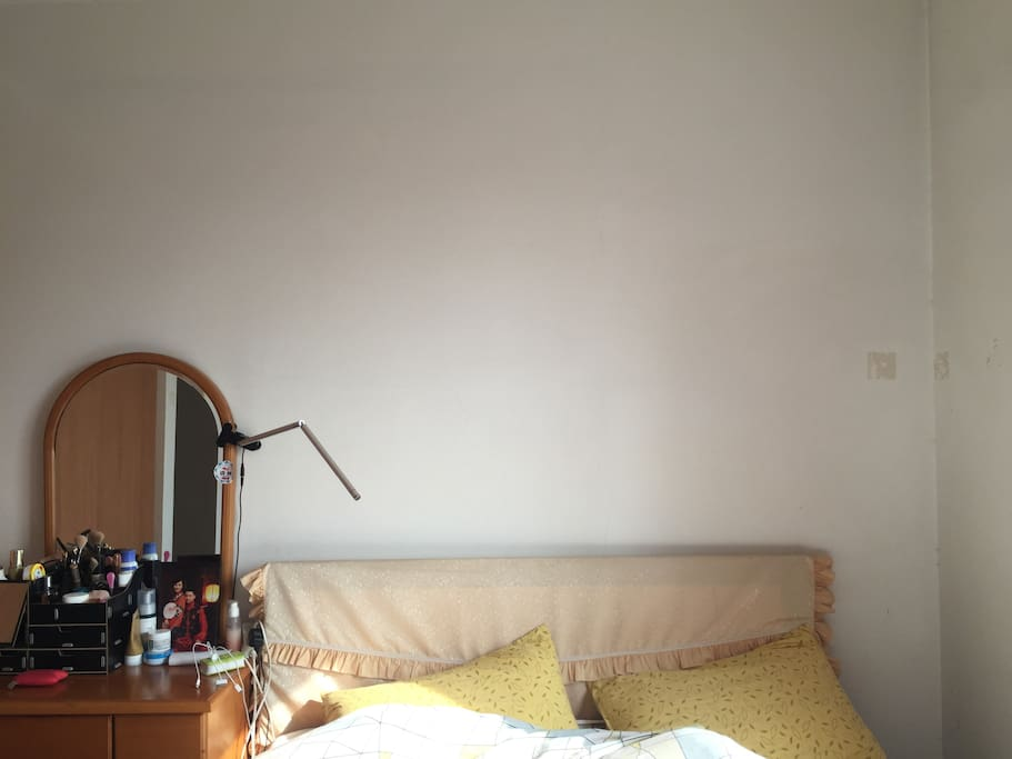 阳光充足的卧室