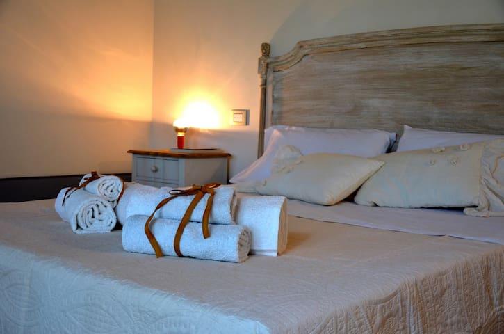 Stanza Matrimoniale con bagno privato e giardino. - Lucignano