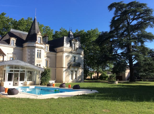 CHATEAU near Poitiers +Motor racing circuit Vienne - Bouresse - Hrad